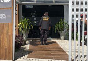 Polícia Federal em um dos locais de busca, em João Pessoa