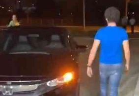Após prisão do pai, filho de Ricardo Coutinho vai à sede da Polícia Federal deixar pertences