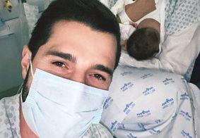 """Alok posta foto em hospital ao lado da esposa após Live: """"O after é aqui"""""""