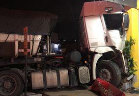 Caminhoneiro morre após ter mal súbito e colidir veículo contra loja, na PB