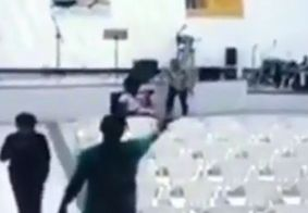 Vídeo mostra momento do ataque que deixou três mortos em igreja evangélica, em MG