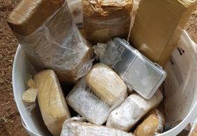 Trio é preso e 15kg de drogas são encontrados enterrados em quintal de casa, na PB