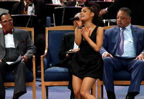 Pastor é acusado de assediar Ariana Grande em funeral de Aretha Franklin; assista