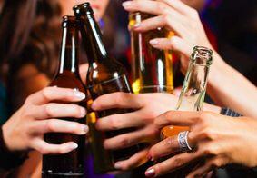 Beber álcool anula o efeito do antibiótico? Especialista explica