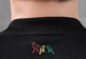 Detalhe na gola da camisa do Ajax