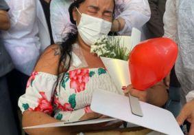 Patrícia despediu-se de profissionais de saúde e encontrou amigos e a família.