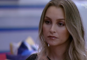 Após desavenças, Carla volta a tentar se reconciliar com Arthur