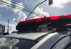 Homem é morto a facadas após discussão com vizinho, diz polícia