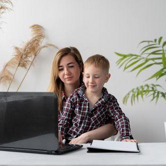 Empresa promove curso gratuito para pais e educadores