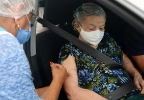 Vacinação contra Covid-19 para idosos com 90 anos ou mais segue neste domingo (14)