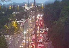 Manifestação contra aumento de passagens deixa trânsito parado na Pedro II, em JP