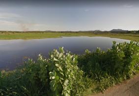 Homem morre afogado após carro cair em açude na Paraíba