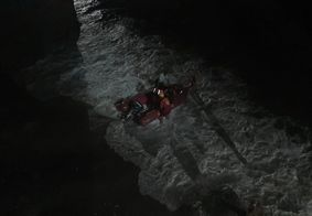 Bombeiros resgatam 6 adolescentes ilhados em praia do Litoral Sul