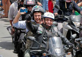 Bolsonaro com o ministro do Trurismo, Gilson Machado, na garupa
