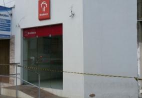 Quadrilha fortemente armada explode agência bancária na PB; suspeito é encontrado morto