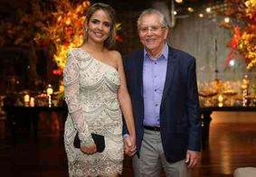 Carlos Alberto de Nóbrega fica noivo de nutricionista 42 anos mais nova