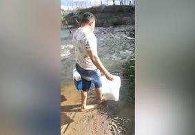 Enfermeiro atravessa rio a pé para vacinar idosa contra a Covid-19 na PB