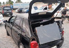 Cofre foi encontrado dentro do carro dos suspeitos do crime