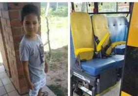 Sepultada criança que morreu após cair de ônibus escolar na cidade de Conde, na PB