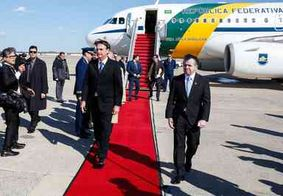 Bolsonaro visita CIA com filho e ministros