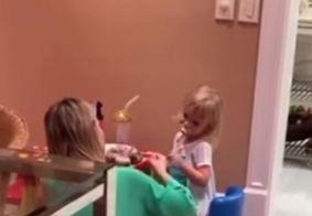Vídeo de Eliana cantando música dos dedinhos para filha viraliza nas redes sociais; veja