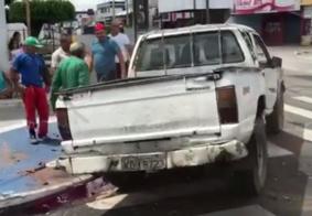 Veículo capota ao tentar cruzar a Avenida Beira Rio, na capital