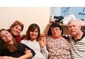 Valeria Zoppello, ex-namorada de Dinho, dos Mamonas Assassinas, postou uma foto com a família do músico
