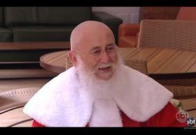Papai Noel raspa a cabeça para visitar crianças que lutam contra o câncer