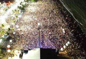 Praia de Tambaú recebe multidão para acompanhar chegada de 2020 em João Pessoa