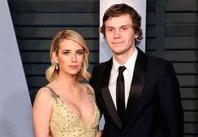 Emma Roberts e Evan Peters rompem noivado após sete anos juntos