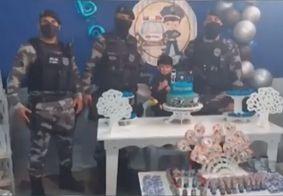 Policiais participam de aniversário de criança que sonha ser PM na Paraíba