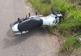 Homem morre e outro fica ferido em acidente de motocicleta na PB