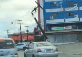 Colisão derruba poste e deixa moradores sem luz nos Bancários