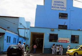 Mulher é hospitalizada após fazer procedimento estético irregular dentro de casa