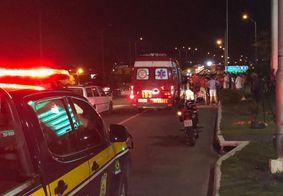 Engavetamento com cinco veículos deixa casal ferido na BR 101