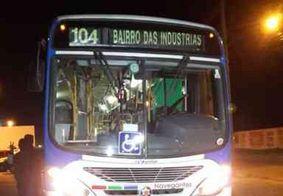 Quatro homens armados com facas fazem arrastão em ônibus no centro de João Pessoa