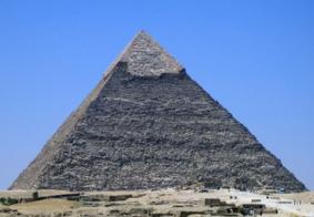 Explosão atinge ônibus turístico no Egito e deixa feridos perto de pirâmides