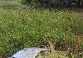 Condutor perde controle e cai com veículo nas Três Lagoas, em JP