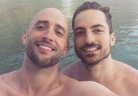Paulo Gustavo e Thales Bretas mostram filhos gêmeos pela primeira vez; veja
