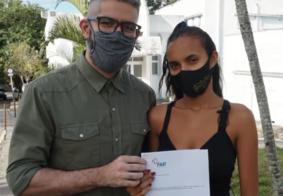 Jovem doa R$ 300 mil a hospital após cirurgia de retirada de tumor, na Paraíba