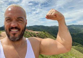 Belo é solto após prisão por show clandestino