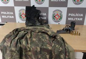 PM apreende revólver e roupa camuflada durante incursão no bairro das Indústrias, em JP
