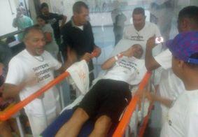 Ex jogador do ABC fica ferido após escorregar durante jogo, em João Pessoa