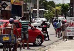Vídeo: Policial militar é baleado durante troca de tiros em João Pessoa