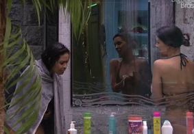 BBB: paraibana Flayslane faz xixi na sala, tenta ficar pelada e é impedida por colegas