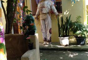 Paraibana decora a casa e declara amor pelo São João