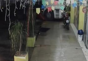 Vídeo mostra momento em que carreta colide contra loja na PB