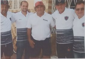Lula (ao centro) foi goleiro do Belo