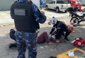 Vídeo: colisão entre carro e moto deixa homem ferido no centro de João Pessoa