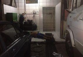 Você viu? Homem morre após sofrer descarga elétrica quando calibrava pneus do carro